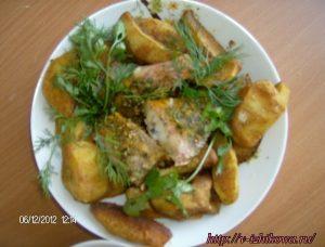 Семейный обед. Окунь, запеченный с картофелем.